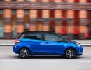 2017-toyota-yaris-hybrid-blue-dynamic-27
