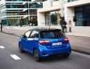2017-toyota-yaris-hybrid-blue-dynamic-30