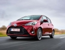 2017-toyota-yaris-hybrid-red-dynamic-07