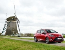 2017-toyota-yaris-hybrid-red-static-17