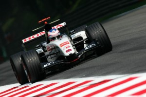 F1-MOST-POWERFULL-ENGINE-4-HONDA-V10-2005