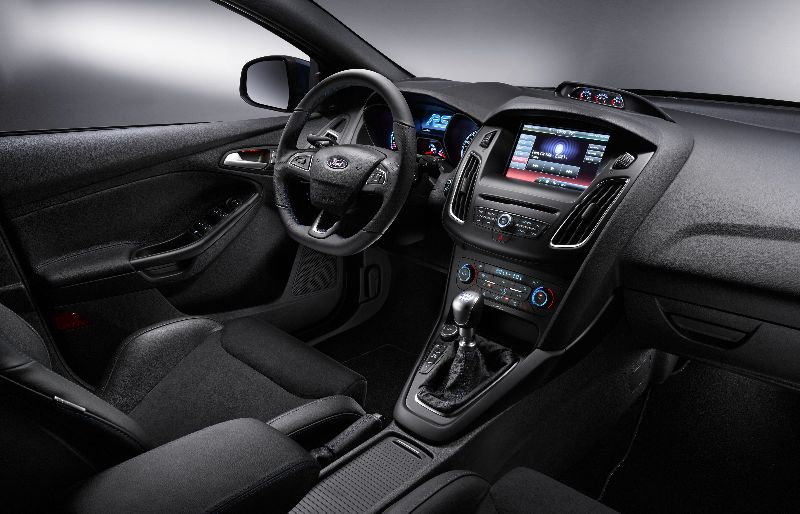 FORD-FOCUS-RS-INTERIOR-2