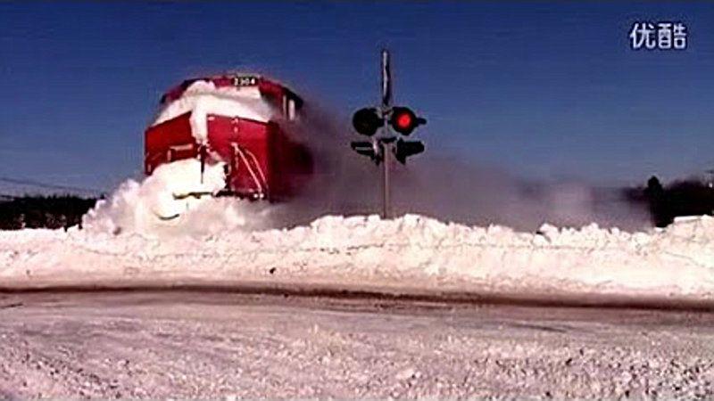 TRAIN-ON-SNOW-2