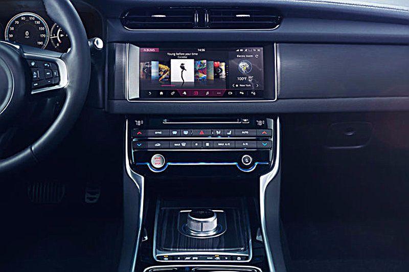 Jaguar-XF-2015-4