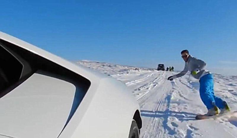 LAMBORGHINI-HURACAN-SNOWBOARDING-2