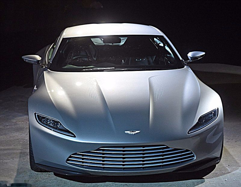 Aston-Martin-DB10-007-2
