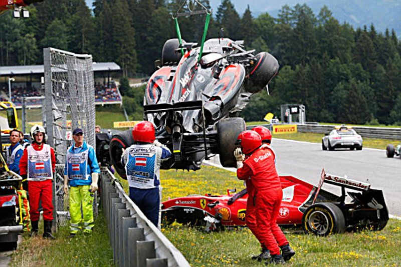 ALONSO-RAIKKONEN-CRASH-2