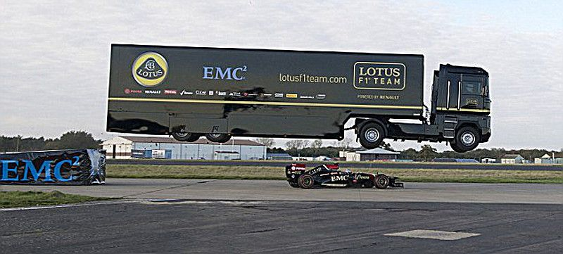 TRUCK-JUMPS-OVER-F1-CAR