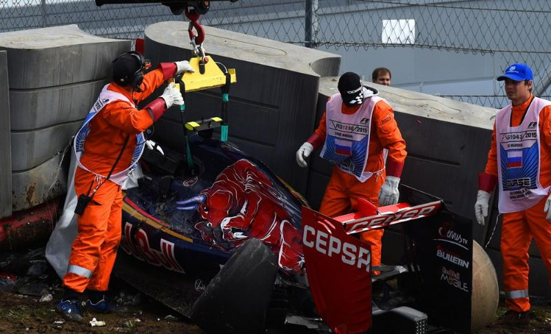 F1-GP-RUSSIA-SAINZ CRASH