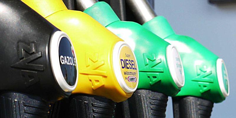 3e103c8cadf Το Υπουργείο Περιβάλλοντος Ενέργειας και Κλιματικής Αλλαγής (ΥΠΕΚΑ) έδωσε  στη δημοσιότητα μια λίστα με 233 πρατήρια υγρών καυσίμων, την οποία  μπορείτε να ...