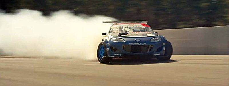 Mad Mike Whiddett Drifts 1200 HP Miata (1)
