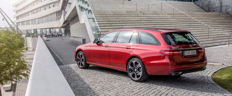Mercedes-Benz E-Klasse T Modell, Press Test Drive Hamburg 2016, E 220d, designo hyazinthrot metallic, designo Leder Nappa schwarz/titangrau pearl AIR BODY CONTROL, AVANTGARDE,  E 220 d, Kraftstoffverbrauch kombiniert:  4,2 l/100 km, CO2-Emissionen kombinie