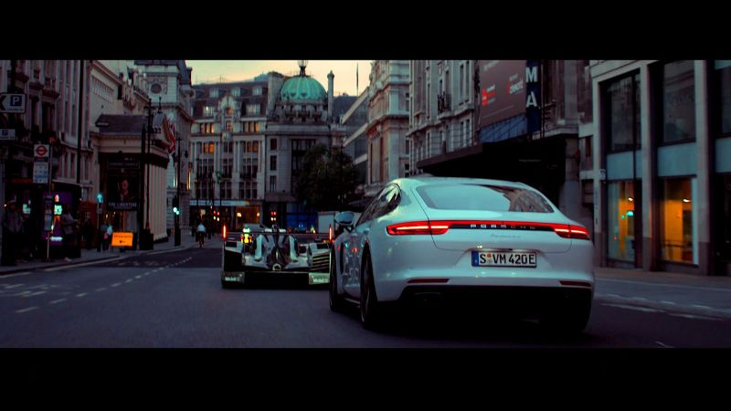 porsche-919-hybrid-and-panamera-4-e-hybrid-cruise-london-4