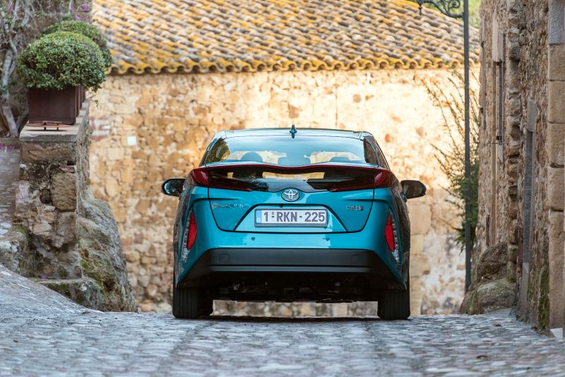 2017-Toyota-PriusPHEV-34