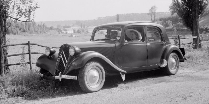 CITROEN-11CV-TRACTION-AVANT-1