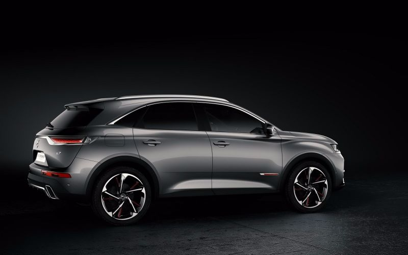 ds7-crossback-makes-debut-4