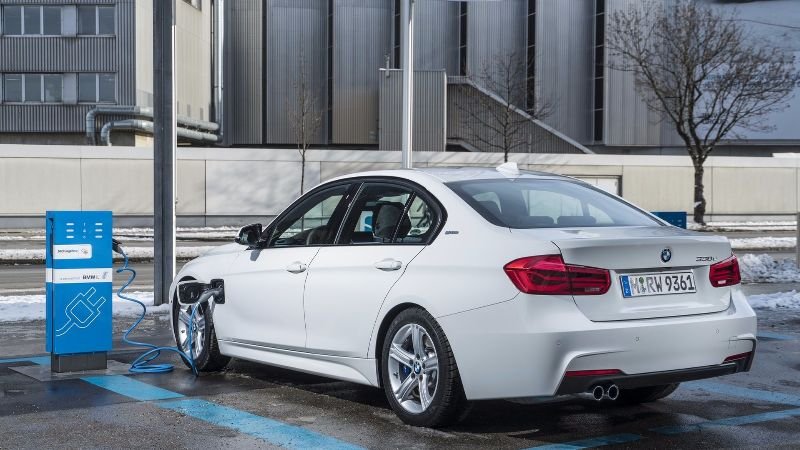 bmw-330e-iperformance1 (1)
