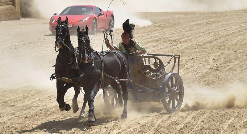 FERRARI VS HORSES (1)