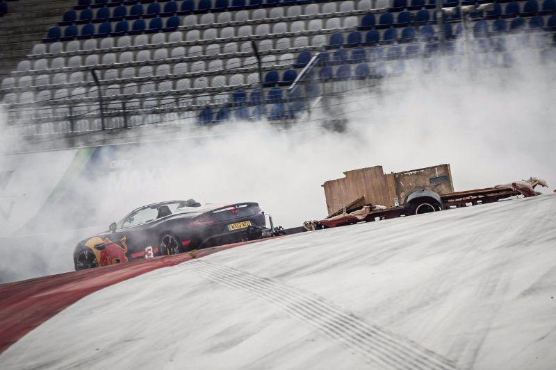 ricciardo-verstappen-race-their-camper-vans-austria-f1-track (3)