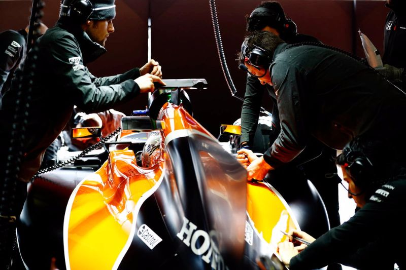 McLaren-Renault-Engines-F1-3